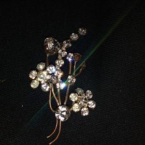 Vintsge floral brooch